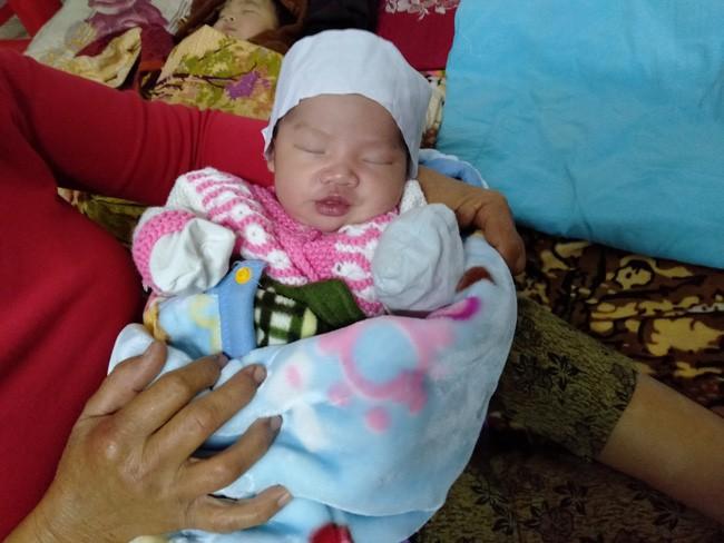 Tiếng khóc xé lòng vì khát sữa của bé gái mới chào đời đã mất mẹ - Ảnh 3.