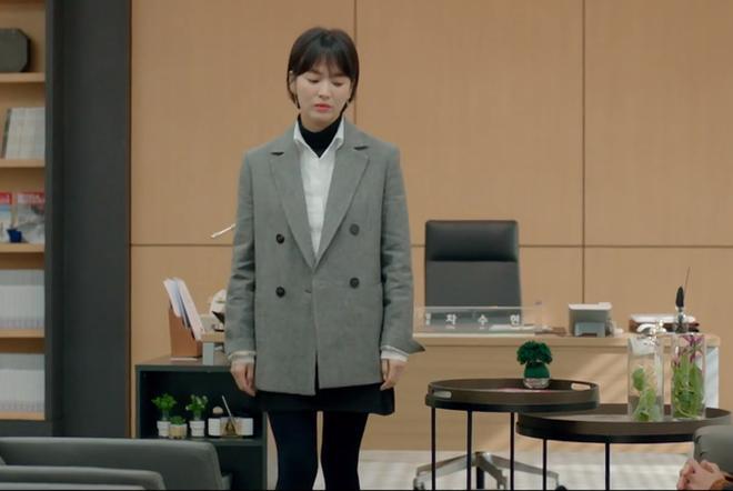 """Với 4 tips diện đồ ai cũng học được, Song Hye Kyo vừa hóa nữ thần công sở vừa """"cưa đổ"""" trai trẻ trong Encounter - Ảnh 8."""