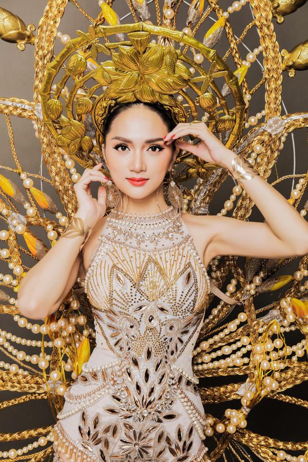 Tiếp nối Hương Giang, Đỗ Nhật Hà tiết lộ hình ảnh quốc phục lộng lẫy được lấy cảm hứng từ lô tô