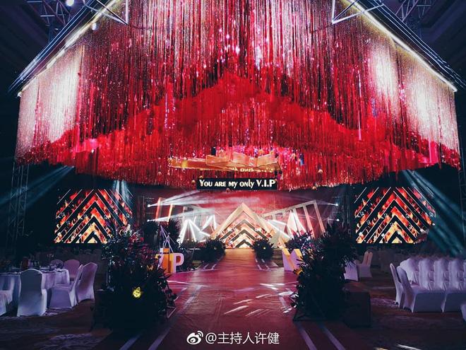 Nơi tổ chức đám cưới như tái hiện đêm biểu diễn âm nhạc của thần tượng.
