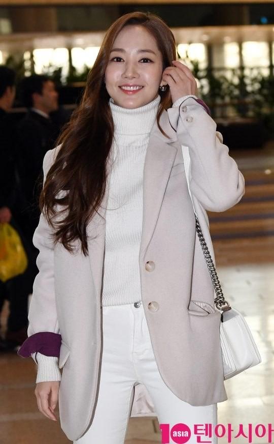 Hyun Bin một mình về nước sau tin đồn hẹn hò Son Ye Jin tại Mỹ, Park Min Young tươi tắn lên đường sang Nhật
