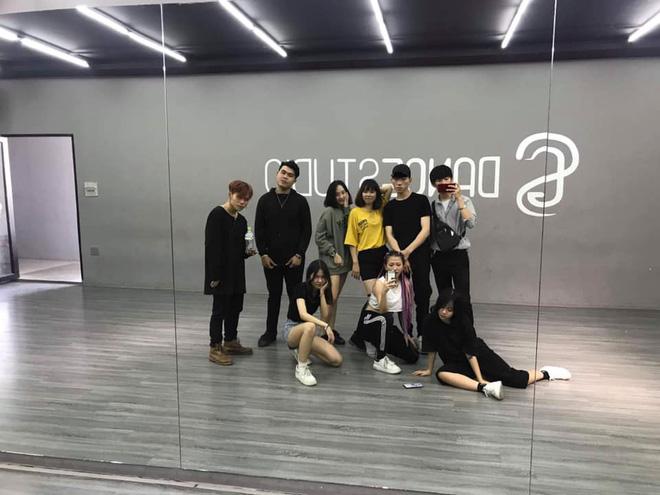 Rộ hình ảnh chủ tịch Big Hit về Việt Nam, fan đứng ngồi không yên với viễn cảnh sắp gặp BTS - Ảnh 4.
