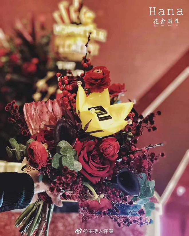 Bó hoa cưới đẹp nhất với mỗi fangirl.