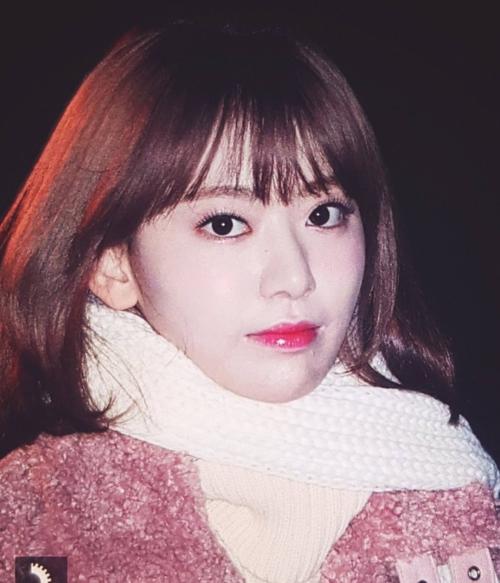 Sakura (IZONE) được đánh giá là visual nổi bật nhất dàn idol dự Music Bank ngày hôm nay.