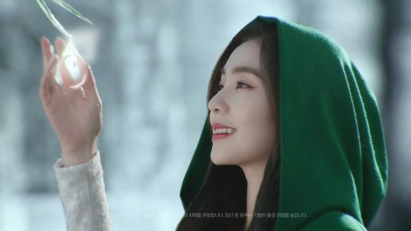 Irene quảng cáo rượu cũng gây sốt nhờ nhan sắc.