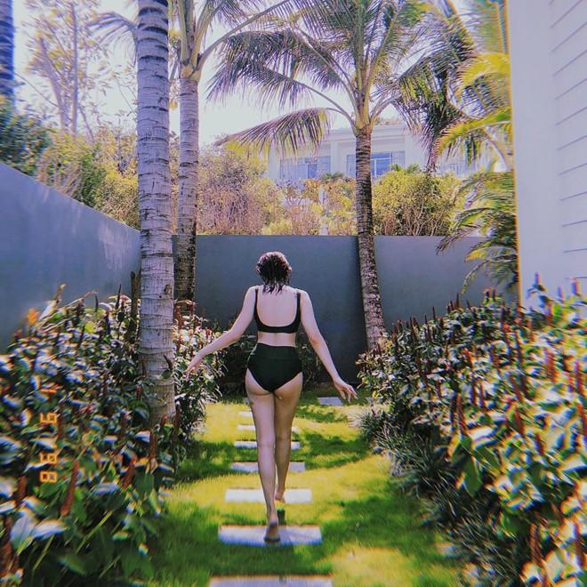 Kaity Nguyễn mặc bikini phô diễn trọn hình thể nóng bỏng ở tuổi 19 - Ảnh 2.