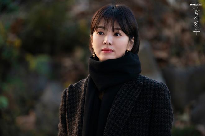 """Với 4 tips diện đồ ai cũng học được, Song Hye Kyo vừa hóa nữ thần công sở vừa """"cưa đổ"""" trai trẻ trong Encounter - Ảnh 15."""