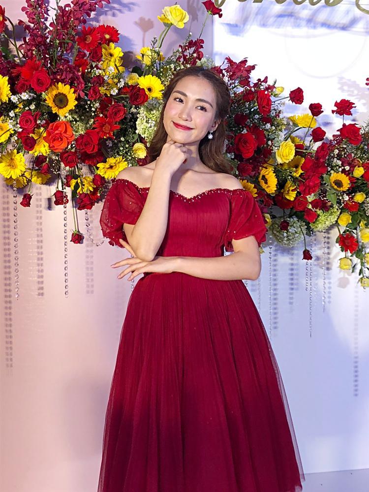 Hình ảnh Võ Hạ Trâm bất ngờ lên tiếng về màn chúc đám cưới kém duyên của Hòa Minzy số 3