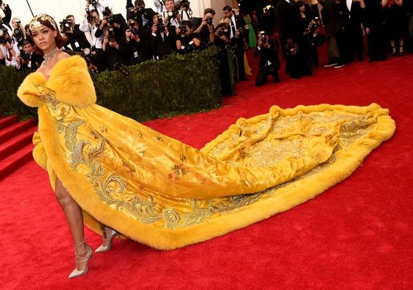 Taylor Swift và Rihanna: Danh hiệu Nghệ sĩ thập kỉ Billboard nên về với ai?