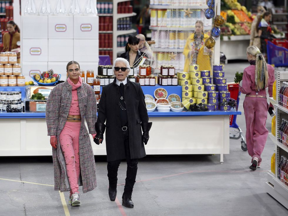 15 show diễn huyền thoại của Chanel dưới thời Karl Lagerfeld khiến giới mộ điệu thổn thức - Ảnh 26.