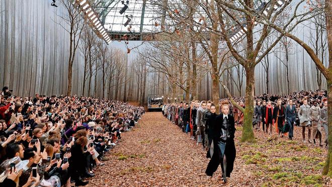 15 show diễn huyền thoại của Chanel dưới thời Karl Lagerfeld khiến giới mộ điệu thổn thức - Ảnh 7.