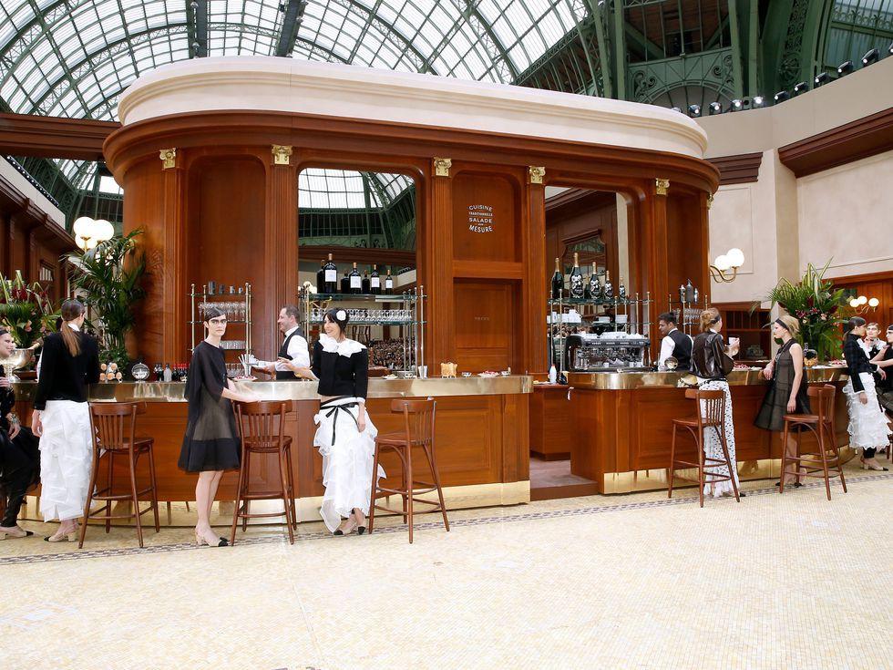 15 show diễn huyền thoại của Chanel dưới thời Karl Lagerfeld khiến giới mộ điệu thổn thức - Ảnh 19.