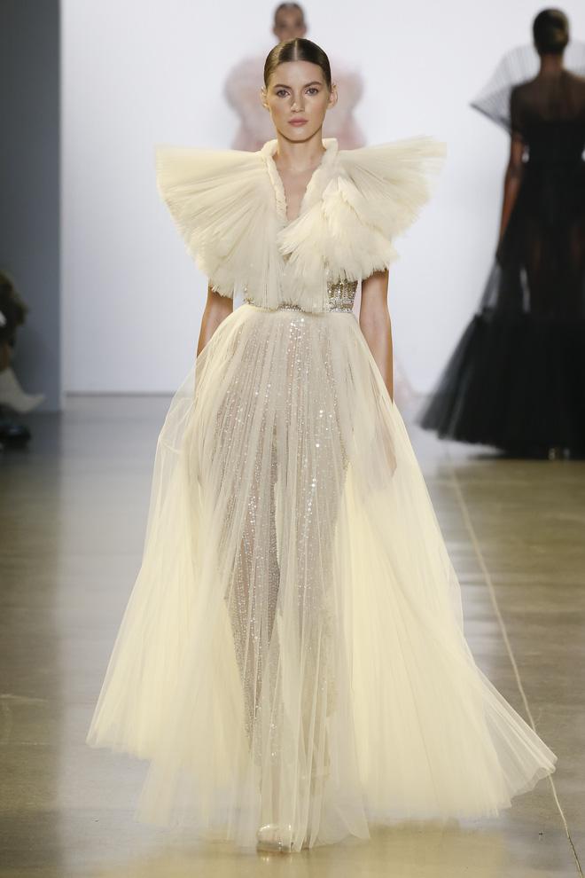 """Công Trí và """"Cuộc dạo chơi của những vì sao"""": Đẳng cấp chẳng kém bất kỳ nhà mốt nào tại New York Fashion Week! - Ảnh 2."""