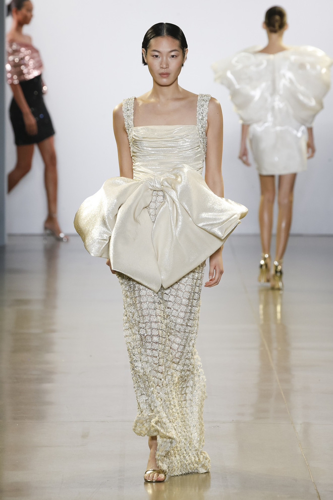 """Công Trí và """"Cuộc dạo chơi của những vì sao"""": Đẳng cấp chẳng kém bất kỳ nhà mốt nào tại New York Fashion Week! - Ảnh 4."""