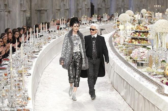 15 show diễn huyền thoại của Chanel dưới thời Karl Lagerfeld khiến giới mộ điệu thổn thức - Ảnh 30.