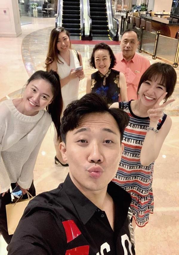 Mặc ồn ào kiện tụng bủa vây, Trấn Thành cùng Hari Won chia sẻ ảnh vui vẻ bên gia đình