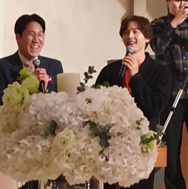 Song Joong Ki lần đầu xuất hiện sau thông tin ngoại tình với bạn diễn, cười tươi rạng rỡ nhưng gầy nhom 5