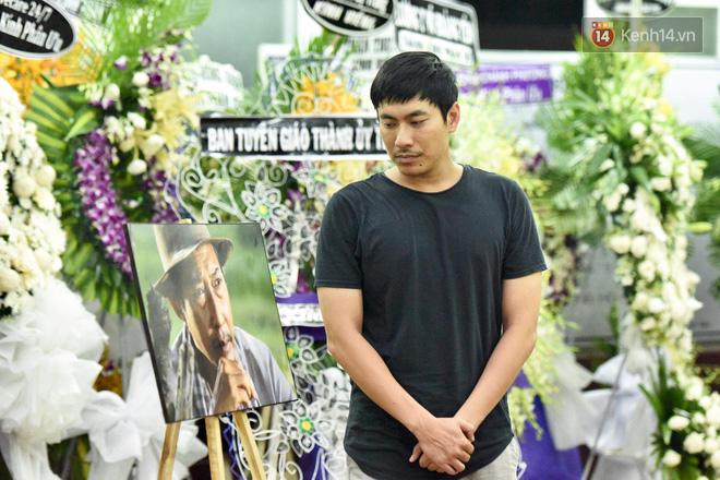Đêm cuối cùng lễ tang, gia đình cố nghệ sĩ Lê Bình khui thùng phúng điếu quyên góp 100 triệu làm từ thiện - Ảnh 4.