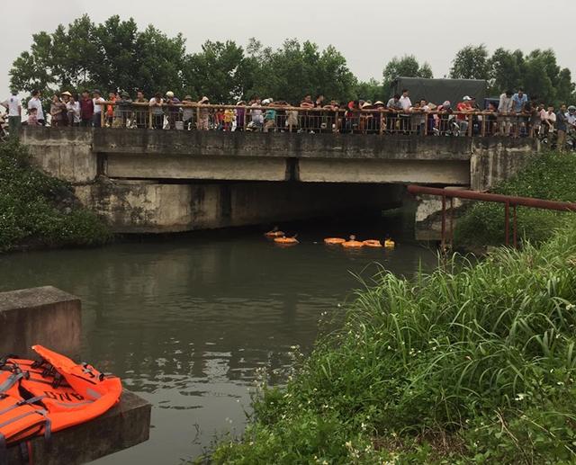 Bị bố mẹ trách mắng vì dùng điện thoại, nữ sinh lớp 8 dựng hiện trường giả nhảy sông tự tử - Ảnh 1.