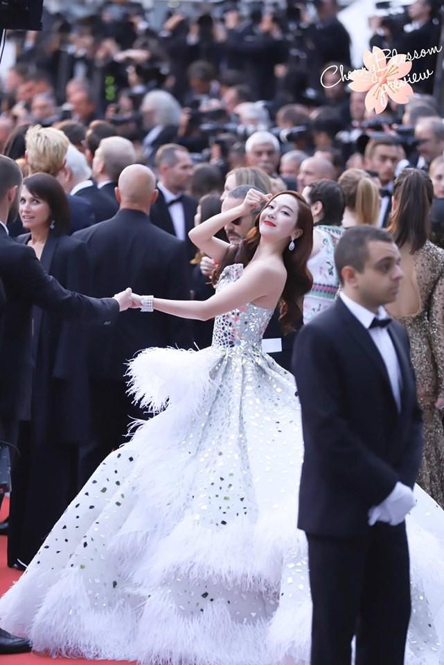 Màn xuất hiện gây mê, siêu sang chảnh không khác gì công chúa của Jessica Jung tại LHP Cannes - Ảnh 7.