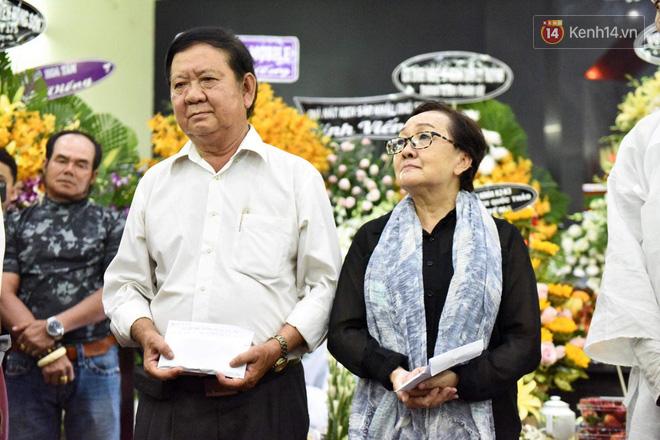 Đêm cuối cùng lễ tang, gia đình cố nghệ sĩ Lê Bình khui thùng phúng điếu quyên góp 100 triệu làm từ thiện - Ảnh 2.