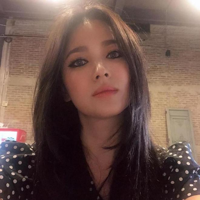 Song Hye Kyo khoe nhan sac o tuoi U40 giua vu ly hon on ao hinh anh 4