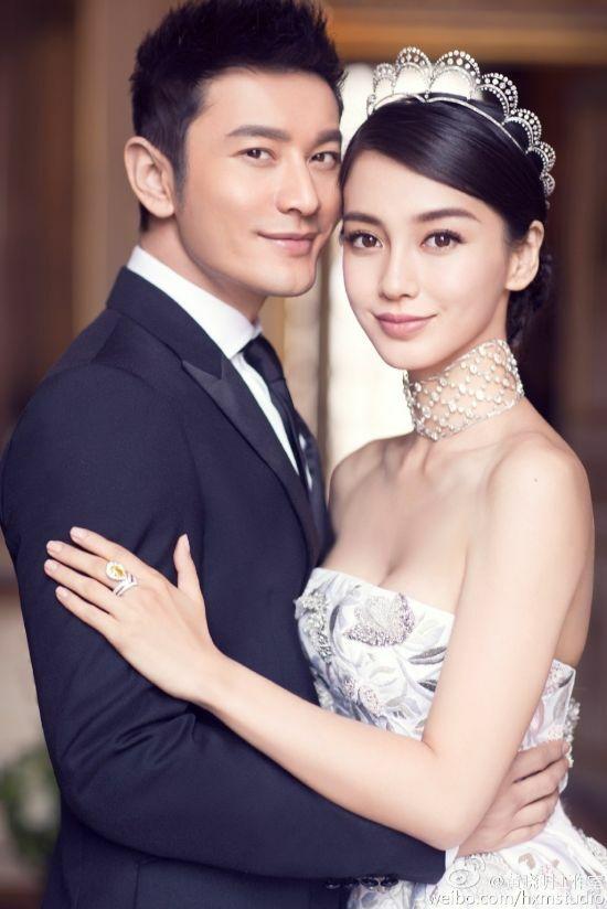 Ảnh cưới của cặp sao cùng chiếc nhẫn đắt đỏ.