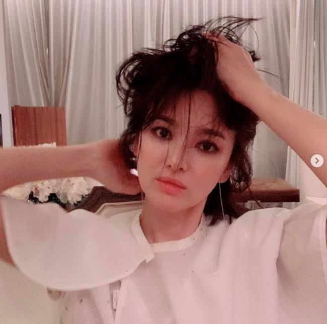 Song Hye Kyo khoe nhan sac o tuoi U40 giua vu ly hon on ao hinh anh 3