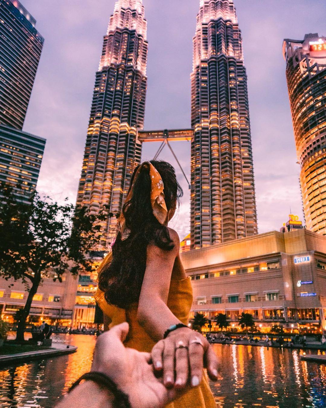 Có cả triệu người chụp ảnh dưới toà tháp Petronas Twin Tower nhưng không phải ai cũng biết bí quyết để có tấm ảnh lung linh nhất - Ảnh 1.