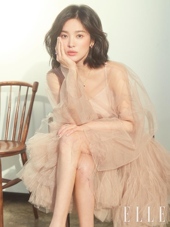 Song Hye Kyo khoe nhan sac o tuoi U40 giua vu ly hon on ao hinh anh 8