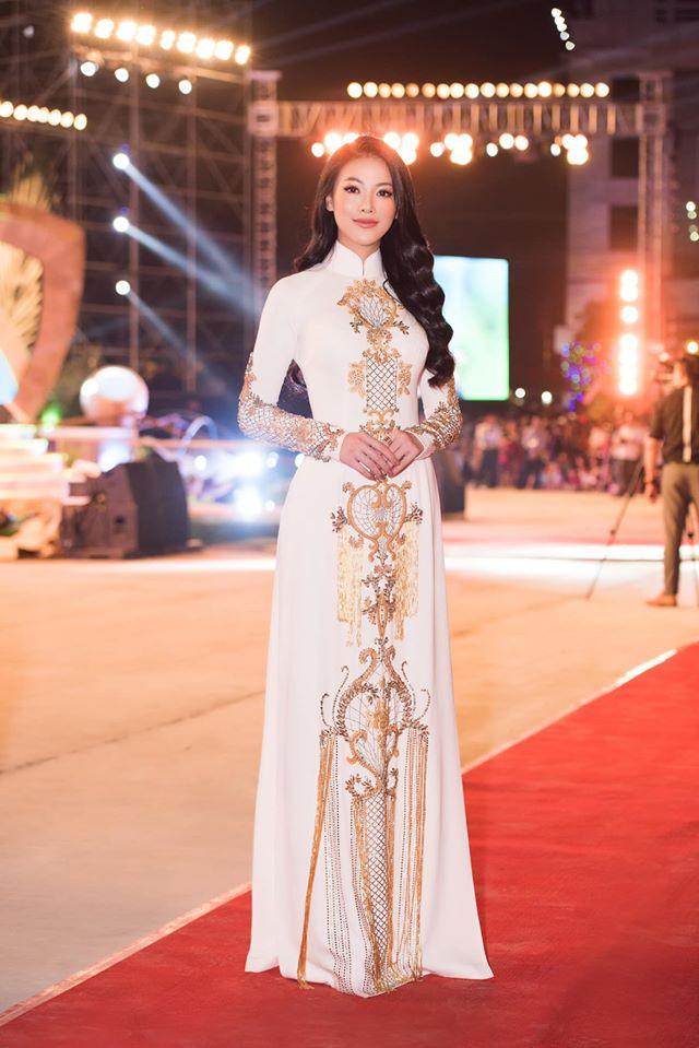 Phuong Khanh lam duoc gi sau mot nam dang quang Hoa hau Trai Dat? Hinh anh 11