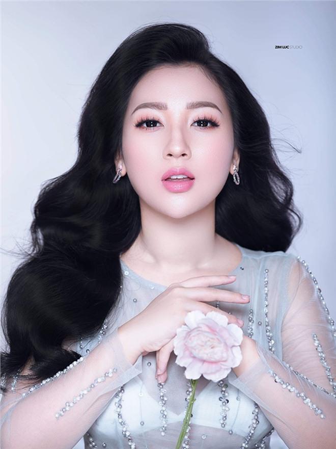 "cuoc song nhu mo ben chong con cua hot girl hau dong noi tieng ha thanh tung ""gay sot"" mxh - 3"