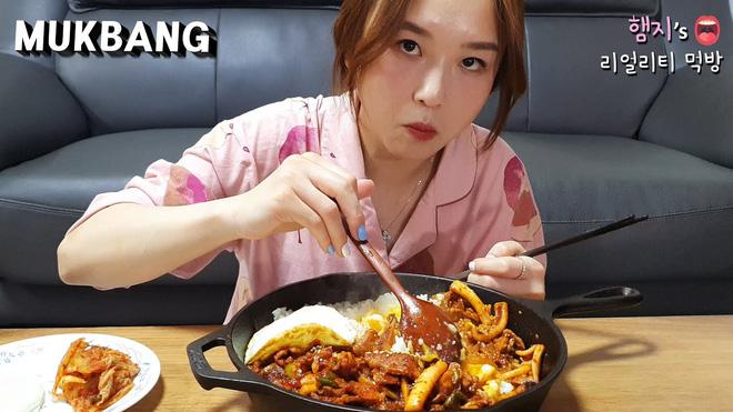"""7 nữ YouTuber mukbang đình đám nhất xứ kim chi hiện nay: Đọ số liệu mới thấy ai """"khủng"""" nhất, đi đôi với nổi tiếng là… tai tiếng - Ảnh 14."""