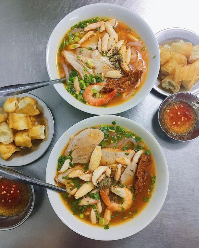 Những hàng bánh canh cua không bao giờ vắng khách tại Sài Gòn